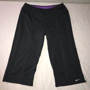 Women's Nike carpis